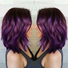 Purple hair color dressing a layered lob by masey cheveux Plum Hair, Red Ombre Hair, Ombré Hair, Hair Color Purple, Hair Color And Cut, Hair Colours, Wavy Hair, Bob Hair, Purple Bob