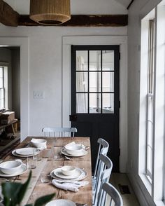 European Farmhouse Kitchen Decor Ideas - Bardalph News Ideas Hogar, Farmhouse Kitchen Decor, Farmhouse Door, Farmhouse Furniture, Farmhouse Table, Home And Deco, Dining Room Design, Dining Area, Dining Table