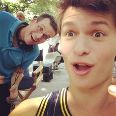 This is the best thing ever. Ansel Elgort and John Green on the set of The Fault In Our Stars. Ansel Elgort, Avril Lavigne, John Green Books, Bae, Augustus Waters, Looking For Alaska, Tfios, Veronica Roth, The Fault In Our Stars