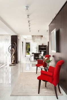 Glossy, glamorous home interior design by Décor Lusso