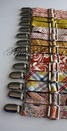 Petite bretelles darachide  « Même les petits gars aiment se déguiser »    Une bonne sélection de bretelles avec des tissus.  --------------------------------------------------------------------  INFORMATIONS SUR LE PRODUIT :    (Prévoyez 7-10 jours pour votre produit à être fabriqués et livrés).    Chaque paire de bretelles est personnalisé pour votre petit homme. Au moment de commander, veuillez sélectionner lâge ou la taille du petit gars qui va les porter.    Tailles disponibles…
