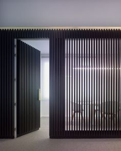 black slat wall with conference room window | indigoarquitectura. office in Vigo (Spain)