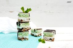 We all love a naughty mint slice, so here's our healthy raw slice version that packs a punch in the mint department and gives you that sweet choc hit!