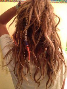 Afbeeldingsresultaat voor half dreads half normal hair