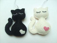 Cats Toys Ideas - Ces ornements beau chat sont faites avec le feutre de laine. Jai un peu de ces prêts, mais vous pouvez le commander dans nimporte quelle autre - Ideal toys for small cats