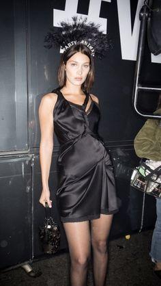Bella Hadid backstage at Alexander Wang ss 2018 New York Fashion Week. Photo, Sonny Vandevelde