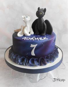 How to Train Your Dragon by Jitkap Dragon Birthday Cakes, Dragon Cakes, Beautiful Cake Designs, Cool Cake Designs, Toothless Cake, Camo Wedding Cakes, Dragon Party, Dinosaur Cake, Fairy Cakes