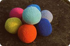 Les wouimardis : fabrique de balles au crochet Chat Crochet, Crochet Diy, Crochet Instructions, Easter Eggs, Knitting Patterns, Diy And Crafts, Creative, Couture, Rugby