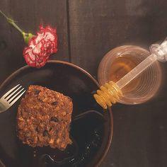 """""""Não pense em como as coisas poderiam ter sido. Pense em como elas podem vir a ser. """" Bom dia 🐤  #bolo #feitopormim #cake #cozinhadeverdade #bolobh #igersbolo #igerscake #tv_stilllife  #amantesdebolo #cozinharéumatorevolucionário #feitocomamor #feitocomcarinho #feitoemcasa #cookmagazine #maçã #bhcool #foodfotography #cakeoftheday #foodstyling #pormaisdiascombolo #instacake #ficavaiterbolo #f52grams #bhdicas #maximosoalheiro #casaecomida #porqueavidaficamelhorcombolo #pormaisdiascombolo…"""