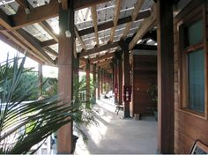 Verandah - Smithsonian Tropical Research Institute Research Station with integrated photovoltaic roof