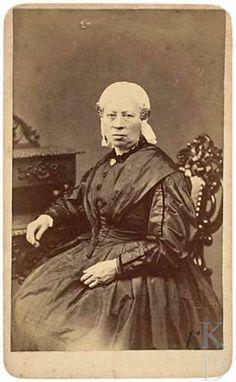 Portret van een vrouw, waarschijnlijk Sjoukje Rodenburg (1796 - Leeuwarden 1863) 1855-1863 Den Haag, RKD (collectie Iconografisch Bureau) #Friesland