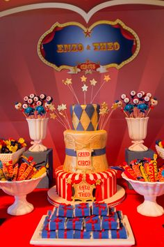 Festinha de aniversário - decoração tema circo - bolo de aniversário ( Foto: Nattan Carvalho )