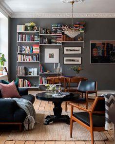Keltainen talo rannalla: Modernia, vintagea ja värikästä Bookcase, Conference Room, Living Room, Table, Inspiration, Furniture, Vintage, Home Decor, Decor Ideas
