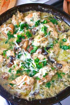 This rich skillet chicken recipe is wonderfully creamy, tasty and elegant, making it a great dish for family dinners as well as special events! Chicken Skillet Recipes, Turkey Recipes, Dinner Recipes, Fun Easy Recipes, Easy Meals, Delicious Recipes, Chicken White Sauce, White Sauce Recipes, Good Food