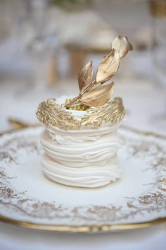 For those with a sweet tooth, selecting the perfect wedding cake for one's wedding can prove to be one of the favorite aspects of the wedding planning process. Pavlova, Mini Cakes, Cupcake Cakes, Wedding Desserts, Let Them Eat Cake, Dessert Table, Gold Dessert, Beautiful Cakes, Cake Decorating