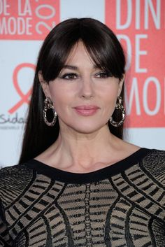 Gorgeous Monica Bellucci at the Sidaction Gala Dinner 2016 in Paris (January Celebrity Red Carpet, Celebrity Look, Celebrity Pictures, Monica Bellucci Makeup, Grazia Magazine, Paparazzi Photos, Fashion Week 2016, Italian Actress, Actresses