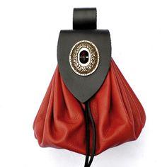 Eine ausdrucksvolle Beutel-Tasche in Anlehnung an historische Vorbilder.  Der Verschluss dieser Mittelalter-Tasche basiert auf historischen Gürteltaschen aus dem Spätmittelalter um 1400, bei denen solche Verschlüsse verwendet wurden. Die Tasche eignet sich damit wunderbar für die Gewandung im Larp und Mittelalter-Reenactment.  Die mittelalterliche Beutel-Tasche ist aus einem weichen und geschmeidigen Nappa-Leder von ca. 1 mm Stärke und einem festen Ober-Leder in 2 mm Stärke gemacht. Die…