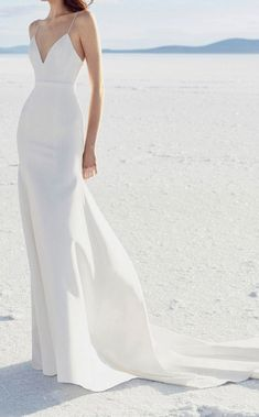 White wedding dress. All brides want to find themselves finding the ideal wedding day, but for this they require the perfect bridal dress, with the bridesmaid's outfits complimenting the brides-to-be dress. These are a variety of tips on wedding dresses.