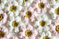 door Crochet Flowers, Knit Crochet, Knitting Patterns, Sewing, Knit Patterns, Dressmaking, Couture, Crocheted Flowers, Stitching