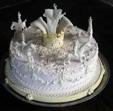 Food History Jottings: Towards A True Twelfth Night Cake Super Torte, White And Gold Wedding Cake, White Soup, White Cakes, Twelfth Night, Edible Arrangements, Cake Board, Epiphany, Pretty Cakes