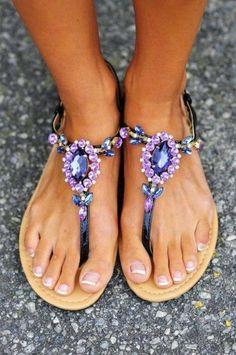 de super moda, las sandalias con pedrería