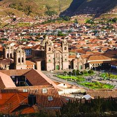Town Square in Cusco, Peru Machu Picchu Trek, Inexpensive Vacations, Places To Travel, Places To Go, South American Countries, Lake Titicaca, Top Destinations, Walking Tour, Vacation Spots