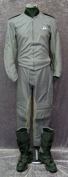 starship troopers costumes | ... of these props and costumes are original props from Starship Troopers
