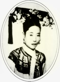 Empress Dowager Longyu (隆裕皇太后) was the last Empress Dowager of China who declared the abdication of Emperor Puyi and the transition of sovereignty from Qing to the Nationalist government in She. Chinese Culture, Chinese Art, Empress Dowager Cixi, Kate Middleton Wedding Dress, Contemporary History, Asian American, Ancient China, Qing Dynasty, Weird World