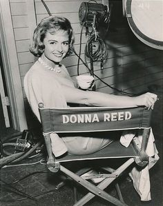 """shelley-fabulous: """" Donna Reed, on set of The Donna Reed Show, c. Classic Actresses, Female Actresses, Hollywood Actresses, Old Hollywood Glamour, Classic Hollywood, The Donna Reed Show, Tv Moms, Thing 1, Female Stars"""