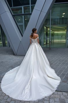 2019 Crystal Design Wedding Dresses Sexy Off Shoulder Backless Lace Appliques Bridal Gowns Sweep Train A Line Wedding Dress Classic Wedding Dress, Used Wedding Dresses, Boho Wedding Dress, Designer Wedding Dresses, Bridal Dresses, Wedding Gowns, Lace Wedding, Casual Wedding, Mermaid Wedding