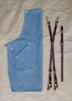 Delantal del dril de algodón con tiras de cuero por BlueandGrae Chef Dress, Sewing Ruffles, Jean Apron, Barber Apron, Shop Apron, Diy Leather Projects, Activities For Girls, Leather Apron, Aprons For Men