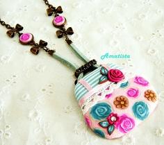 Colgante bolso turquesa-rosa by el rincón de amatista, via Flickr