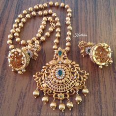 Matt Finish Antique Short Necklace From Kruthika Jewellery ~ South India Jewels Kids Gold Jewellery, Real Gold Jewelry, Gold Jewellery Design, Indian Jewelry, Temple Jewellery, Simple Jewelry, Diamond Jewelry, Jewellery Maker, Jewellery Diy