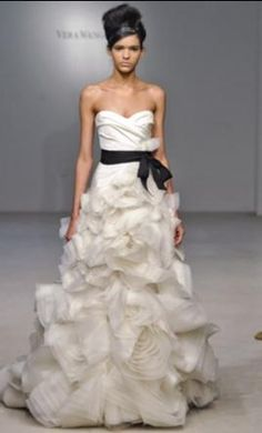 Vera Wang Ghillian 10: buy this dress for a fraction of the salon price on PreOwnedWeddingDresses.com