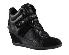 Inspiración sporty: los sneakers más chic para un look urbano Sneaker wedges en negro, de ALDO.