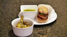 Polskie South Beach: Burgery z sosem pietruszkowym i domowymi frytkami