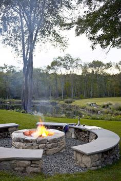 We did all the research for you, putting together a nice gallery where you can find the very best backyard fire pit ideas for your perfect backyard design. Diy Fire Pit, Fire Pit Backyard, Backyard Patio, Backyard Landscaping, Backyard Ideas, Firepit Ideas, Patio Ideas, Pergola Ideas, Landscaping Ideas