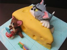 Tom and Jerry Cake Decorations These cake tins are for all occasions from weddings, to Christmas, Anniversaries, Birhtdays, Valentines day etc.