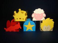 Forminhas para doces tema Pequeno Príncipe, vendidas em pacotes com 25 unidades iguais de cada personagem. Confeccionadas em papel especial Color Plus, gramatura 180g.  O preço do pacote com 25 unidades iguais é R$ 10,00 O preço da unidade é R$ 0,40. R$ 10,00