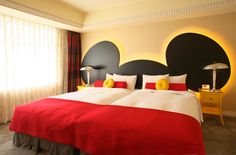 Too cool decorating idea - Mickey Mouse bedroom. Click for other Disney crafts.