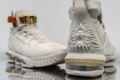 The HFR x Nike LeBron 16 Is Fit for a Queen Nike LeBron 16 lebron james white gold Tenis Lebron James, Lebron 16, Nike Lebron, Gold Sneakers, Sneakers Fashion, Shoes Sneakers, Kd Shoes, Basketball Shoes For Men, Nike Basketball
