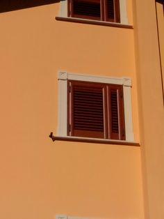 Exterior window trims on pinterest - Cornici esterne per finestre ...