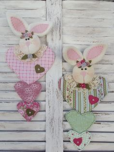 Coelhinha Romântica Easter Projects, Easter Crafts, Felt Crafts, Craft Projects, Sewing Projects, Easter Gift, Happy Easter, Easter Egg Designs, Diy Easter Decorations