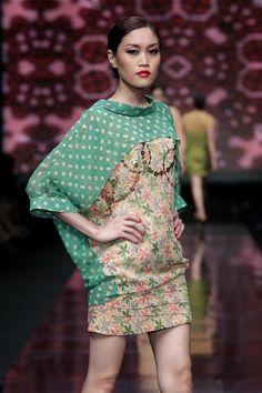 hutama adi for danar hadi @Jane Wilder 2012...color block batik------------interesting contrast