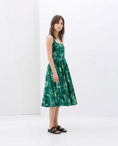 ZARA - green flower dress - perfect for a summer party Zara Dresses, Nice Dresses, Fashion Dresses, Summer Dresses, Vestidos Zara, The Dress, Dress Skirt, Best Wedding Guest Dresses, Costume