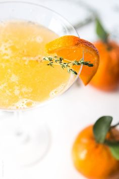 Tangerine & Thyme Martini - refreshing vodka martini, fresh tangerine juice, sweetened with a honey thyme simple syrup Frozen Drink Recipes, Gin Cocktail Recipes, Martini Recipes, Sangria Recipes, Beer Recipes, Tangerine Recipes, Healthy Coffee Drinks