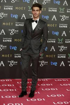 Our favourite Spanish male model, Jon Kortajaren, reminding us why he´s on top of the game, looking amazing in Tom Ford - like usual; directly from 2015´s Goya Awards.