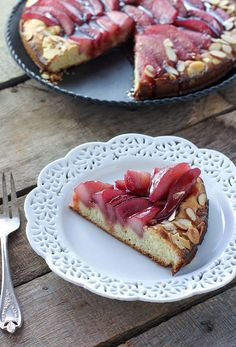 Almond Poached Pear Brioche Cake with Red Wine Caramel Recipe Cupcake Recipes, Cupcake Cakes, Dessert Recipes, Cupcakes, Sweet Desserts, Dinner Recipes, Caramel Recipes, Almond Recipes, Bread Recipes