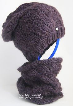 Fioletowy szyjogrzej i czapka na drutach