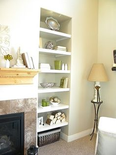 DIY Built in book shelves -turn those weird alcoves into cute bookshelves. Super easy step by step tutorial Maybe transform the foyer small closets Decorating Bookshelves, Bookshelves Built In, Built Ins, Book Shelves, Bookcases, Diy Built In Shelves, Build Shelves, Alcove Shelving, Ceiling Shelves